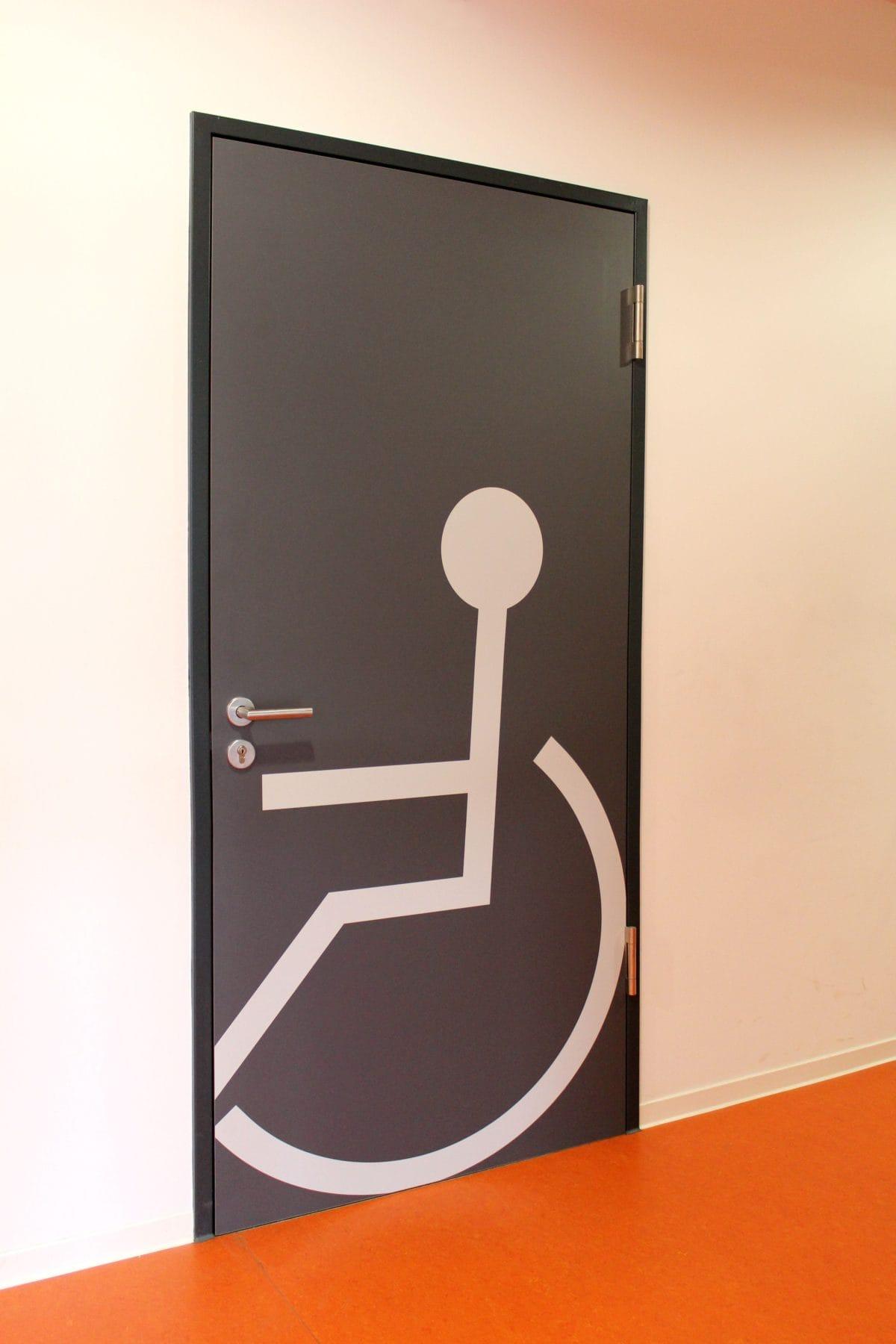 Neubau Schulgebäude mit Mensa in modularer Bauweise | Rollstuhlgerechtes WC