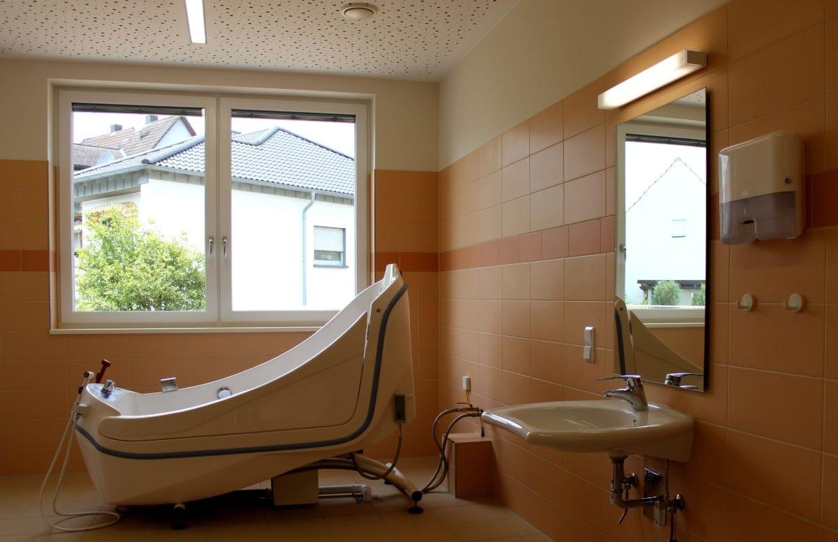 Neubau Tagespflege in modularer Bauweise, zertifiziertes Passivhaus | Pflegebad