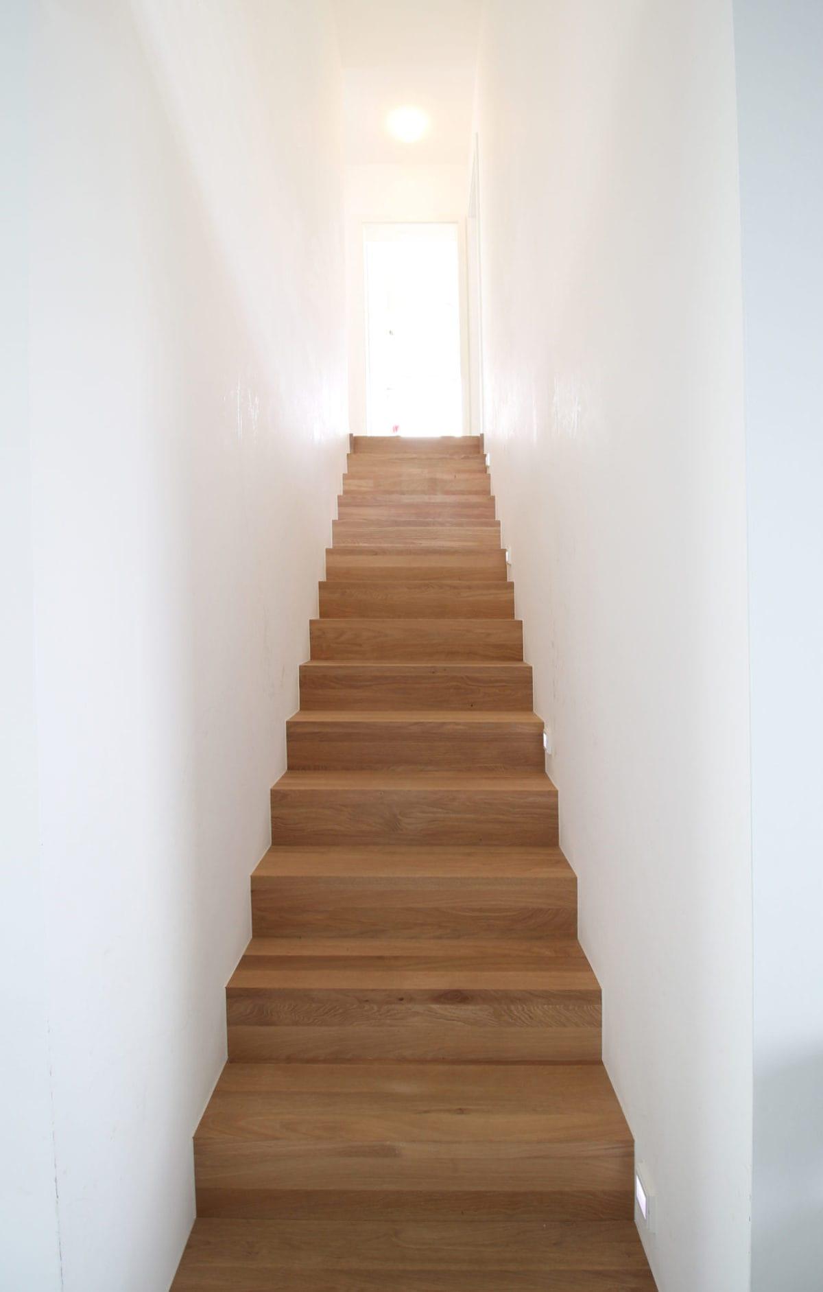 Neubau Haus in Bonn | Treppe aus Holz